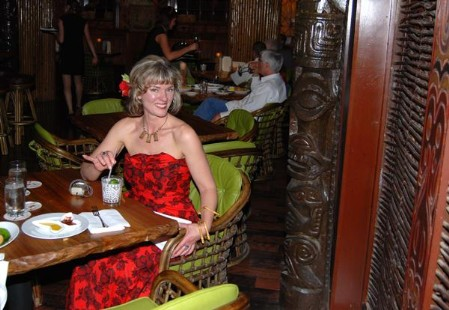 Formikahini enjoys a Mai Tai at the Dallas Trader Vic's, photo by Kenike