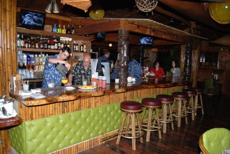 The bar at Dallas Trader Vic's, photo by Kenike