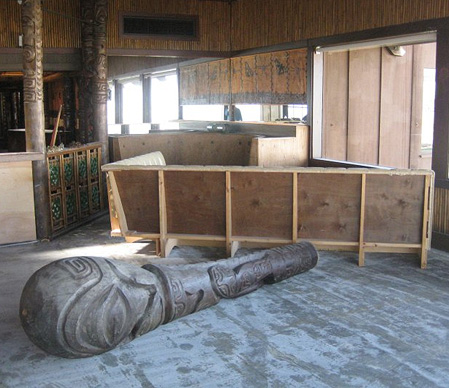 A felled tiki (temporarily, one hopes) at Trader Vic's Emeryville