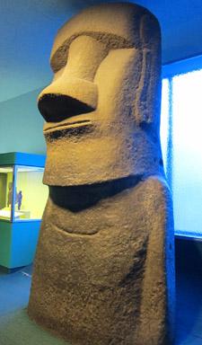 Replica moai