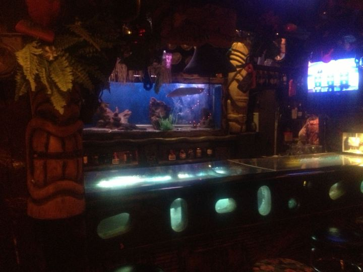 The aquarium bar at Bahooka in Rosemead, photo by Fuzzy