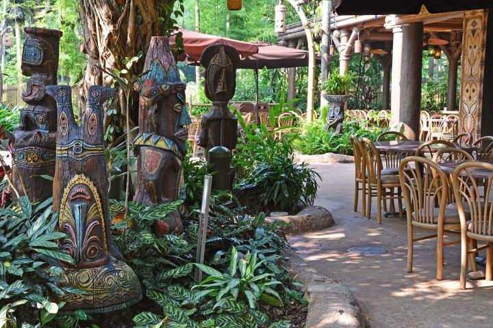 tahitian-terrace-hk-tikis