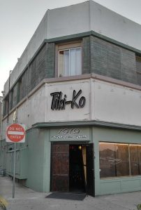 Entrance to Tiki-Ko in Bakersfield, photo by Critiki member Pelvis