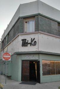 Entrance to Tiki-Ko in Bakersfield, photo by Critiki member Pelvis