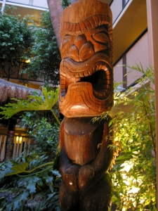 Tiki in the atrium at the Hanalei, originally from The Luau in Beverly Hills, photo by Humuhumu