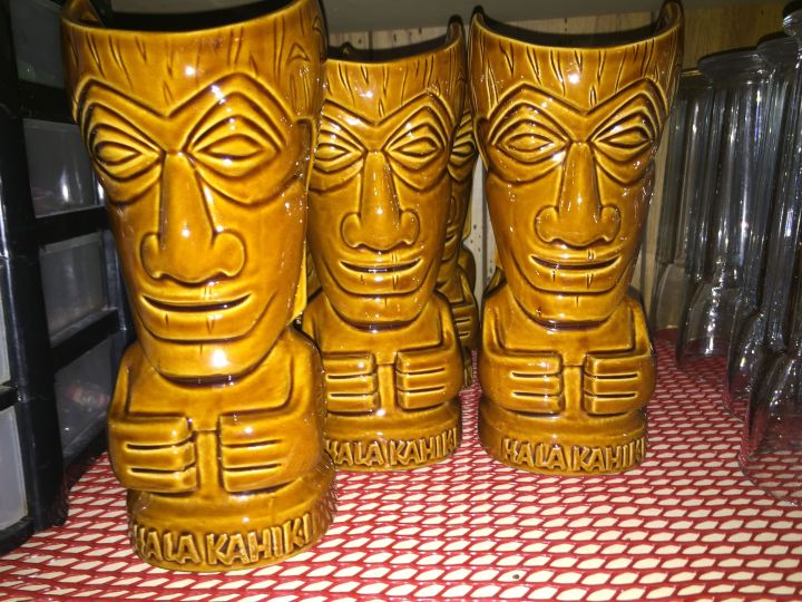 Souvenir mugs at Hala Kahiki in River Grove, IL, photo by Critiki member Hang10Tiki